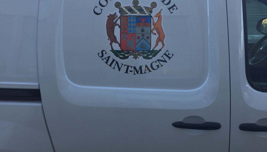Marquage véhicule utilitaire léger décoration adhésive blason sur côtés